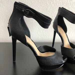 Gianni Bini Kingslee black platform sandal